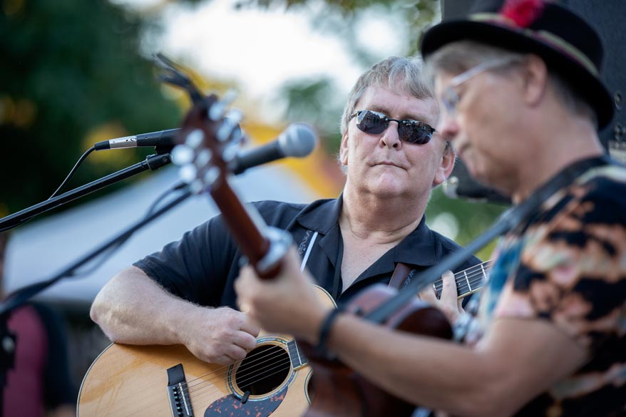 Wayne Fennell and Rob McDougall live on Hurontario. Photo: Will Skol
